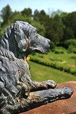 dog memorial statue